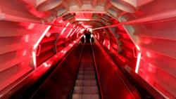 Eskalátor ve spojovací chodbě Atomia